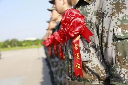 中国通过退役军人保障法 让军人成为全社会尊崇的职业